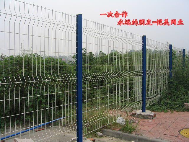 武汉场地护栏网 _护栏网围网 _恺美现货护栏网厂
